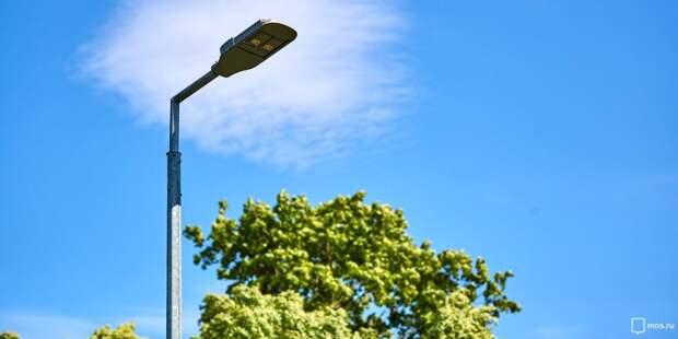 На детской площадке на Планерной починили уличный фонарь