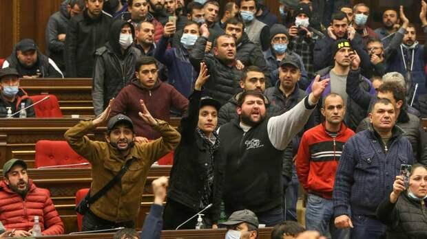 Полиция Армении не должна мешать народу разобраться с Пашиняном – Багдасаров