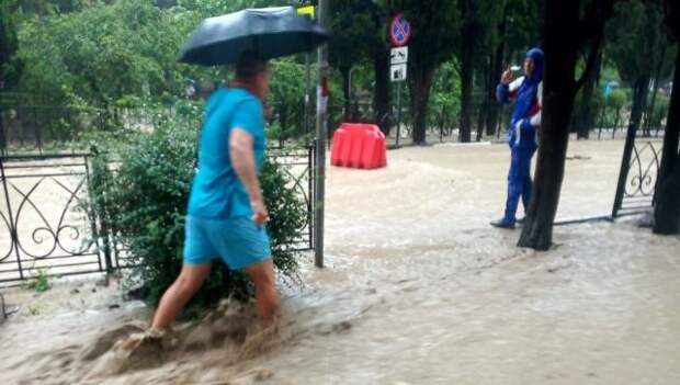 Въезд в затопленную Ялту закрыт