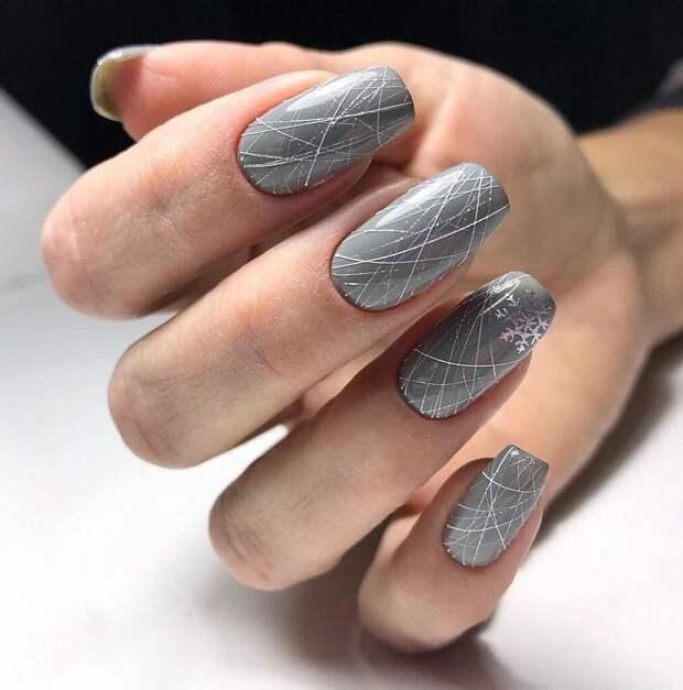 Элегантный маникюр в самом модном оттенке 2021 года