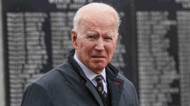 Джо Байден и его жена Джилл нарушили королевский протокол на саммите G7
