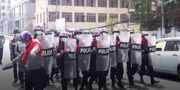 Более 100 человек погибли в Мьянме в ходе протестов