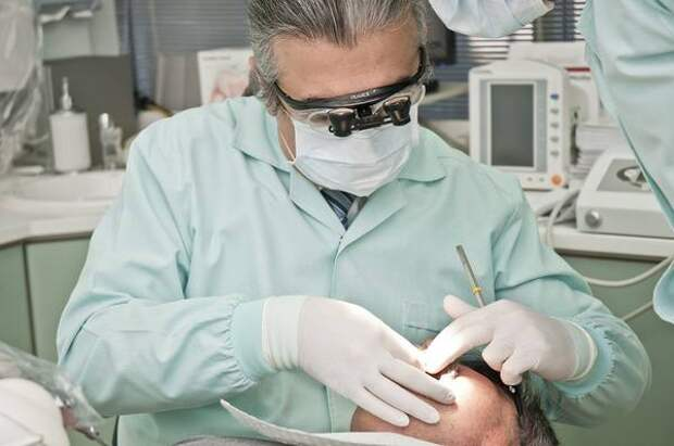 Можно заразиться коронавирусом на приеме у стоматолога? Новое исследование