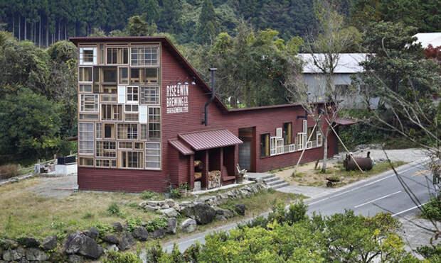 Бар в Японии, построенный полностью из мусора