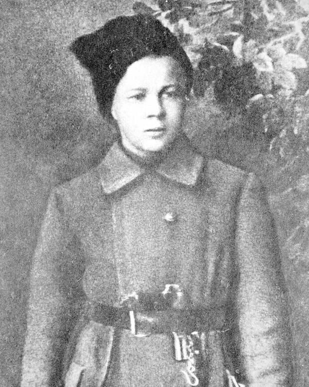 Почему утверждали, что Аркадий Гайдар был садистом и палачом?