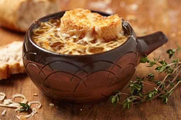 Парижский луковый суп: история и рецепт