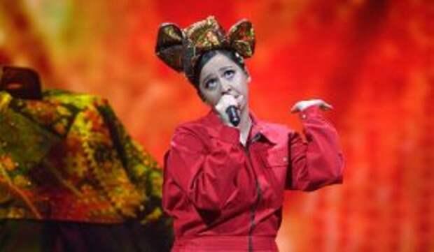 «Вошла в дымящуюся избу!»: прошедшую в финал «Евровидения» Манижу высмеяли на всю страну