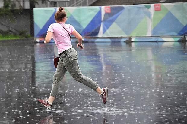 Москву накроют ливни, которые бывают один раз в 25 лет, а в День Победы осадки прекратятся