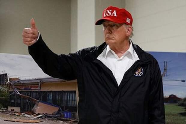 Трамп раздал свои фото с автографом и посоветовал обогатиться на них