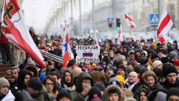 Антироссийская истерия в Белоруссии выгодна Лукашенко?