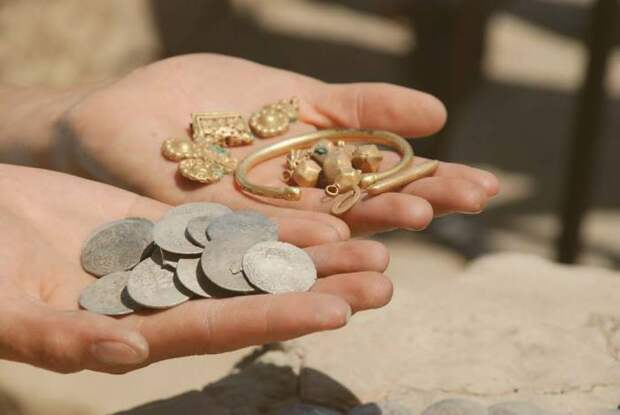 Золото нередко находят археологи.
