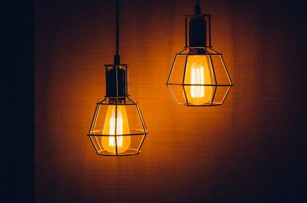 Жильцы дома на Малахитовой пожаловались на плохое освещение возле подъезда
