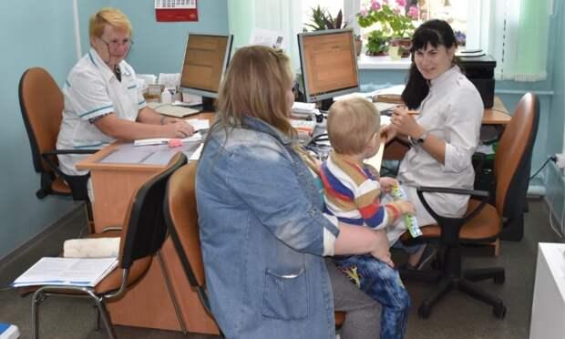ВАрхангельской области медики, работающие населе, получат дополнительные выплаты