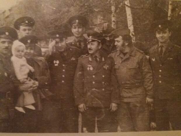 Командир 14-й гв. мотострелковой дивизии генерал Лешкашвилли с офицерами дивизии и Народной армии ГДР