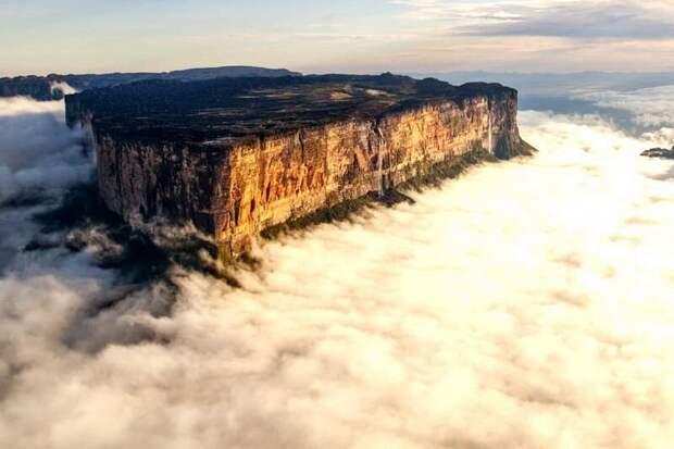 Плато на вершине Рораймы имеет площадь около 30 кв. км