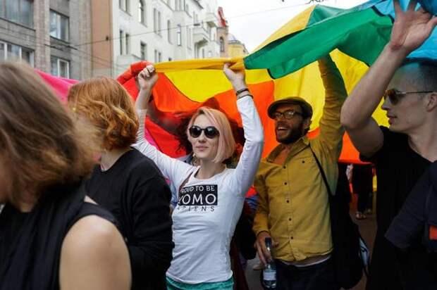 В Риге пройдет гей-парад вместо Дня города, а в России в эту дату - праздник ВДВ