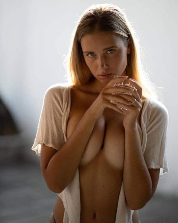 Фото для взрослых: девушки без бюстгальтеров (30 фото)