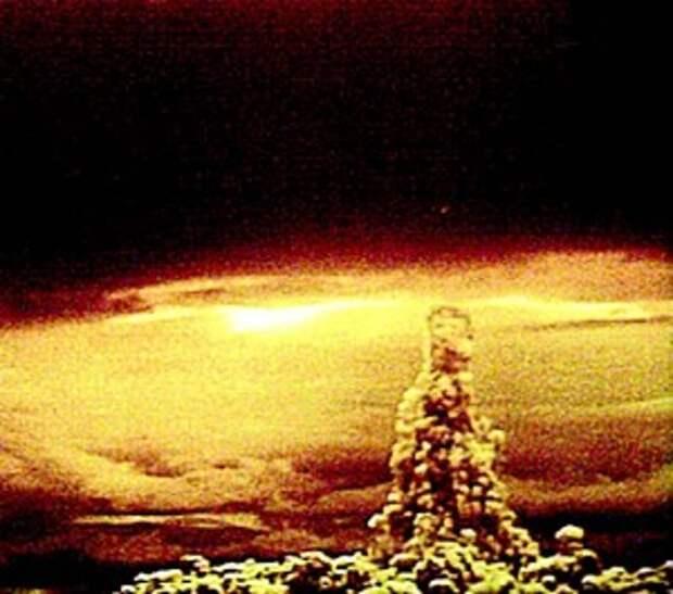 Снимок гриба от взрыва на Новой Земле