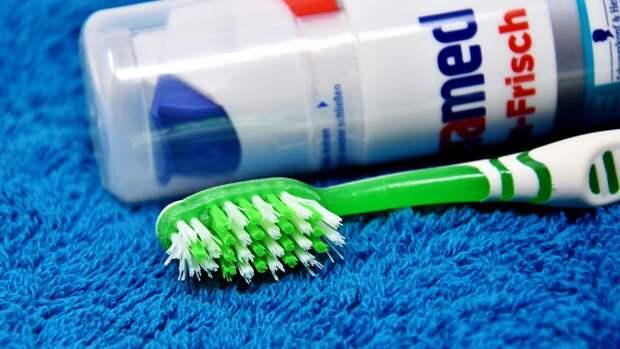 Эксперты не рекомендуют чистить зубы после каждого приема пищи