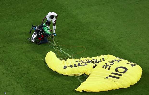 Член Бундестага сообщил, что надпись «Гринпис» на парашюте остановила снайперов