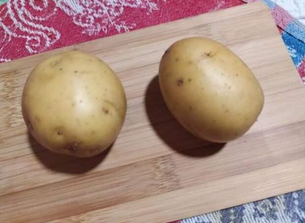 Узнала, как на Кубани вкусно варят картофель в мундире, добавляя 3 ингредиента. И как за секунды очистить ее