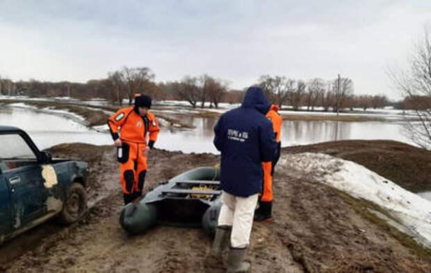 Паводок вплотную подошел к жилым домам в Красноярском крае