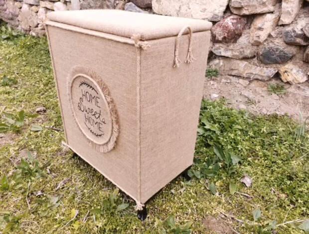 Хитрые мастера собирают пластиковые ящики и создают нужные вещи для дома