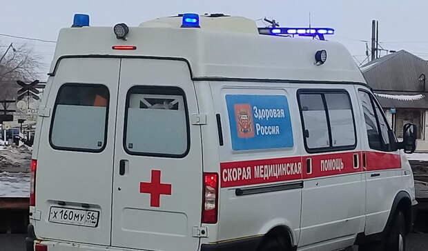 В Орске с третьего этажа жилого дома выпал малолетний ребенок