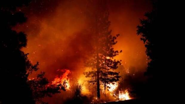 На западе США - огромные лесные пожары: небо над городом Салем стало кроваво-красным