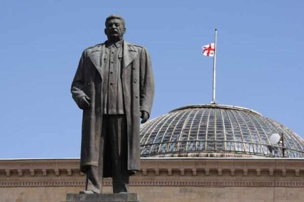 Грузины требуют вернуть Сталина и наладить отношения с РФ