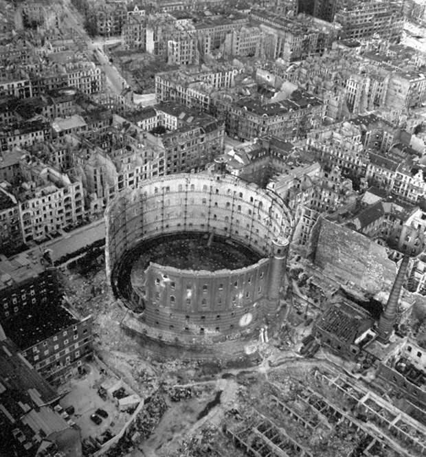 Неизвестные фотографии бункера Гитлера, сделанные в апреле 1945-го