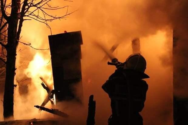 Нежилой барак сгорел ночью на ул. Новобульварной в Чите