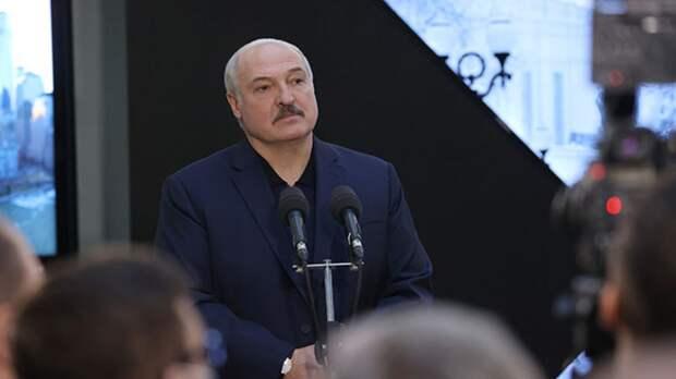 """Лукашенко озвучит """"одно из принципиальных решений"""" за четверть века"""