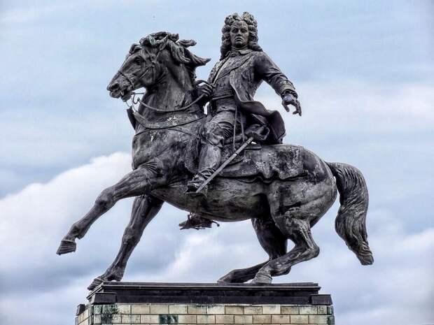Последний оригинал видел в XVIII в. историк Татищев. Успел переписать и передать нам…  (памятник ему в Тольятти)