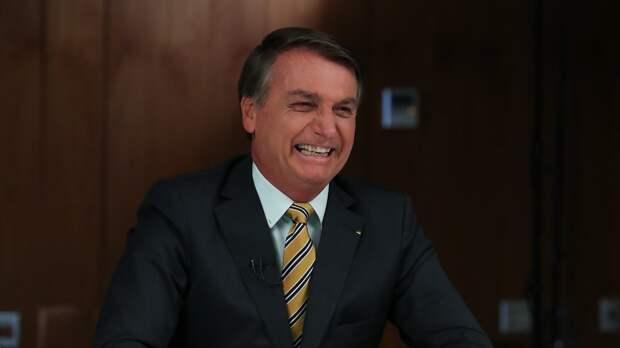 Президента Бразилии оштрафовали за отказ надевать маску  во время мотопробега