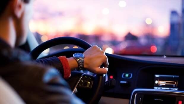 Россиянам рассказали об опасности долгих поездок за рулем автомобиля
