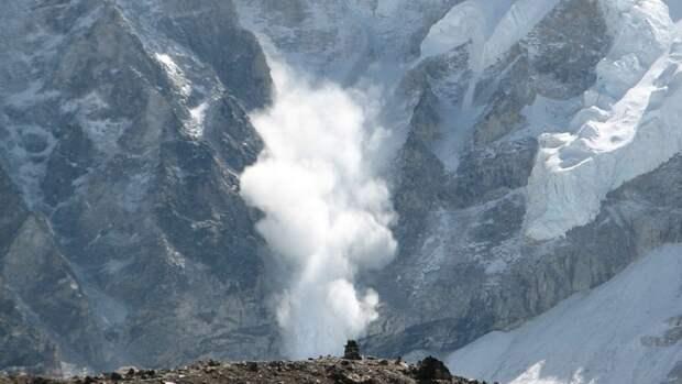 Трое российских альпинистов пропали в ходе вылазки на гору в Непале