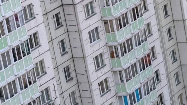 В Новосибирске ребенок выпал из окна седьмого этажа и выжил