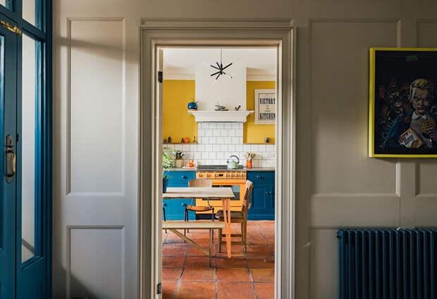 Когда старинный английский интерьер наполнили красками: обновлённый 200-летний дом в Англии