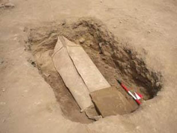 В Италии археологи обнаружили древний свинцовый гроб