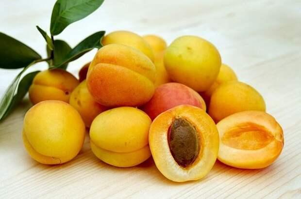 Мясников назвал смертельно опасные фрукты для детей