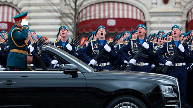 Искренне и истово – парад в честь нового национального праздника России