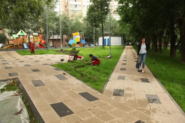 В Строгине благоустроили семь дворов на средства от платных парковок — управа