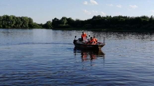 Спасатели достали из воды малолетнего утопленника в Гатчинском районе