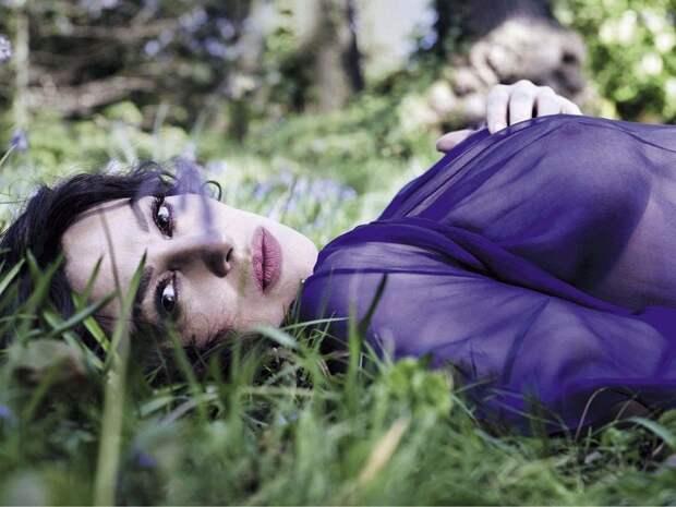 Сексуальная Моника Беллуччи в свежей откровенной фотосессии.