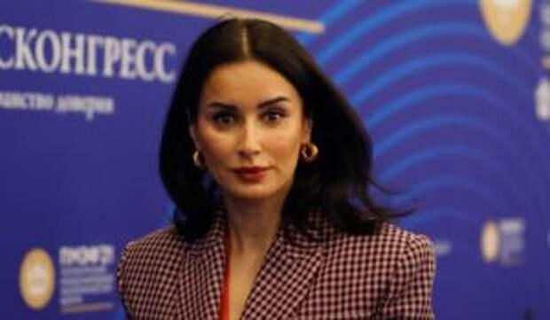 «Не менее талантлива, чем Бузова»: Канделаки отправили во МХАТ