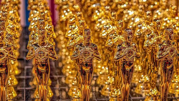 """Хлоя Чжао получила премию """"Оскар"""" как лучший режиссер"""