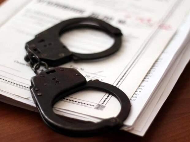 Двух полицейских задержали за ограбление сына главреда Cosmopolitan