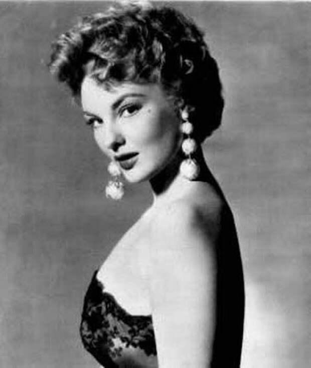 Красотка из 50-ых Эллисон Хэйес