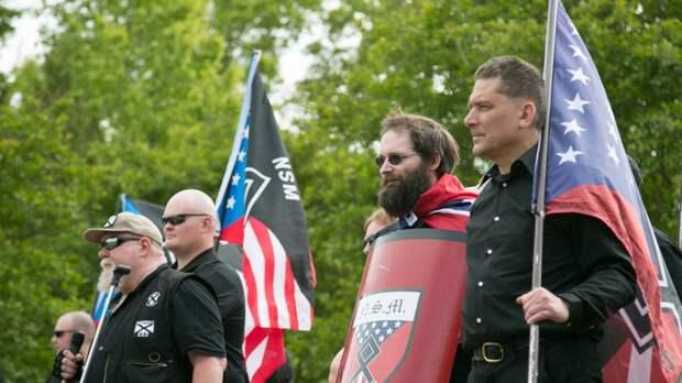 Литва получила поддержу нацистов из США